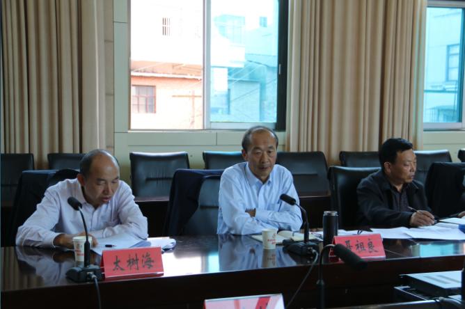 市人大常委会副主任聂祖良到马龙县调查工作