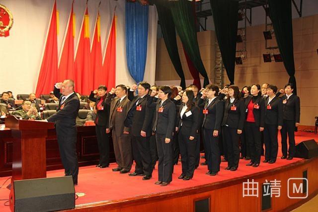 新当选人员向宪法宣誓